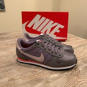 NEW Nike Genicco